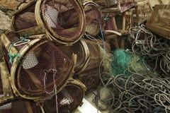 Casiers et réseau dans le port Photo libre de droits