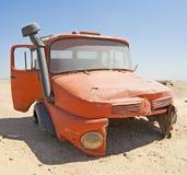 Casilla abandonada del camión en el desierto Imagen de archivo