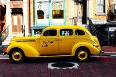 Casilla de taxi amarilla Imágenes de archivo libres de regalías