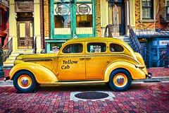Casilla de taxi amarilla Foto de archivo