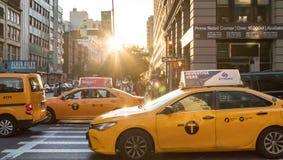 Casillas de taxi amarillas de New York City fotografía de archivo