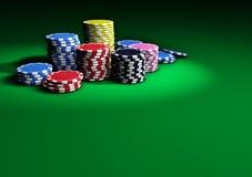Casino Chips On Green Table del póker Stock de ilustración