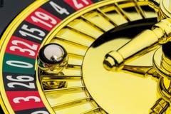 Casino de la ruleta que juega imagen de archivo
