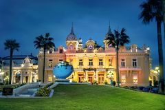 Casino de Monte Carlo en la noche Principado de Mónaco imagenes de archivo