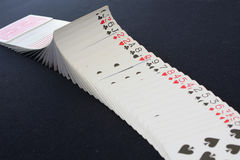 Casino del póker de los naipes Aislado en fondo negro de la tabla del póker Fotografía de archivo