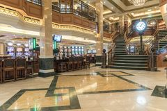 Casino do império, pulso de disparo e MS Queen Elizabeth da escadaria Fotos de Stock Royalty Free
