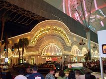 Casino dourado da pepita na noite Fotos de Stock Royalty Free