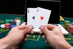 Casino, em linha jogo, tecnologia e conceito dos povos Imagens de Stock