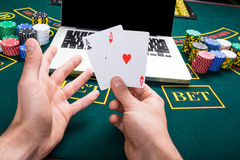 Casino, em linha jogo, tecnologia e conceito dos povos Fotografia de Stock