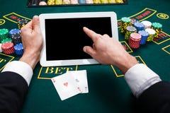 Casino, em linha jogo, tecnologia e conceito dos povos Foto de Stock