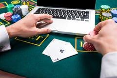 Casino, em linha jogo, tecnologia e conceito dos povos Foto de Stock Royalty Free