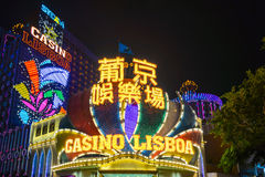 Casino Lisbao met lichte prestaties showat nacht in Macao, China Stock Afbeeldingen