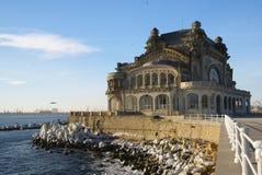 Casino velho em Constanta, Romênia, no passeio do Mar Negro Fotos de Stock