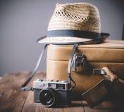Caso d'annata e retro macchina fotografica della foto Immagine Stock Libera da Diritti