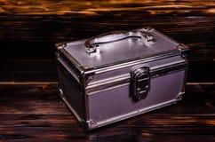 Caso del maquillaje o caja de aluminio de los accesorios de la joyería imágenes de archivo libres de regalías