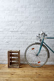 Caso velho do roadbike e do vinho imagem de stock