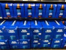 Casos de Bud Light Beer imagen de archivo