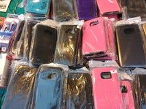 Casos e Earbuds do telefone celular Fotografia de Stock Royalty Free
