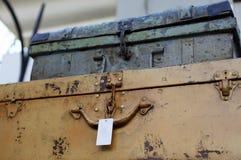 Casos oxidados do vintage velho para o armazenamento ou a decoração imagem de stock