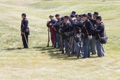 CASPER, WY__CIRCA JUILLET 2015__Soldiers et reconstitution d'Indiens à Casper, Wy vers en juillet 2015 Photo libre de droits