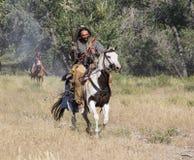 CASPER, WY__CIRCA JULIO 2015__Soldiers y reconstrucción de los indios en Casper, Wy circa julio de 2015 Fotografía de archivo