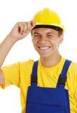 casque antichoc sien outre du sourire prenant des jeunes d'ouvrier Photos libres de droits