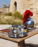 Casque de pot contre la table Photo libre de droits