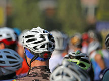 Casque de sécurité de cycliste pendant le début Photo libre de droits
