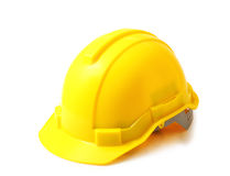 Casque de sécurité jaune sur le chemin de coupure blanc, casque antichoc d'isolement images stock