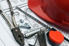 Casque et outils de travail Images stock