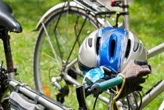 Casque faisant du vélo Photographie stock