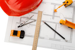 Casque orange, règle, crayon, dessin, matériel de construction Images stock