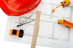 Casque orange, règle, crayon, dessin, matériel de construction Photos stock
