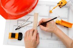 Casque orange, règle, crayon, dessin, matériel de construction Image stock