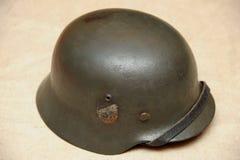 Casque WW11 en acier allemand avec le repérage nazi d'état Photos stock
