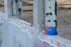 Casques abandonnés sur la construction Photo libre de droits