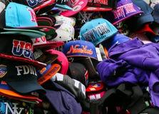 Casquettes de baseball dans NY Photographie stock libre de droits