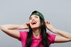Casquillo adolescente de la muchacha del estilo sport de la mujer en la presentación larga principal del pelo Estilo de la juvent Foto de archivo libre de regalías