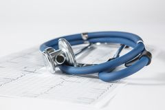 Casquillo azul del estetoscopio y de la enfermera Fotografía de archivo libre de regalías