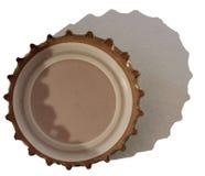 Casquillo de la cerveza aislado en blanco con la sombra Fotografía de archivo