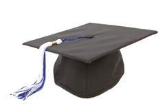 Casquillo de la graduación con la borla blanca azul Fotografía de archivo
