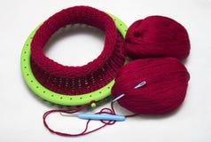 Casquillo de lana hecho punto en un telar de la circular de 36 clavijas Fotos de archivo libres de regalías