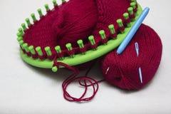 Casquillo de lana hecho punto en una máquina circular Foto de archivo libre de regalías