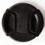 Casquillo de lente de cámara en el fondo blanco Foto de archivo libre de regalías