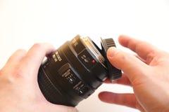 Casquillo de lente móvil de la mano Fotografía de archivo