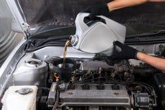 Casquillo del aceite de motor Foto de archivo libre de regalías