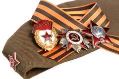 Casquillo militar, cinta de San Jorge, órdenes de grande Fotografía de archivo