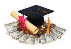 Casquillo negro y grado de la graduación con el dinero Imagenes de archivo