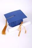 Casquillo y diploma de la graduación Fotos de archivo