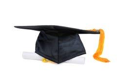 Casquillo y diploma del graduado Foto de archivo